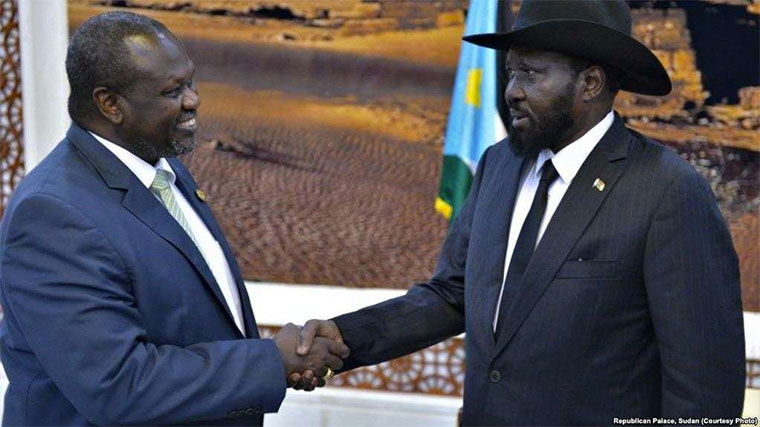 South Sudan rebel leader Riek Machar,left, shakes hands with President Salva Kiir