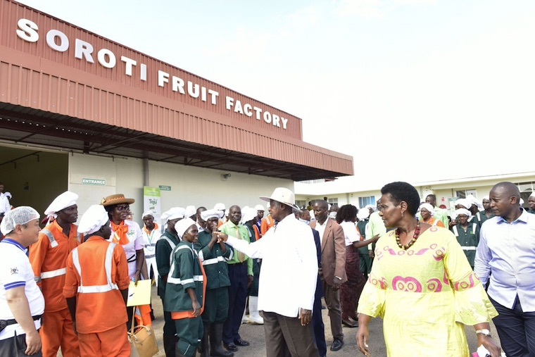 Museveni talking to workers of Soroti fruit factory