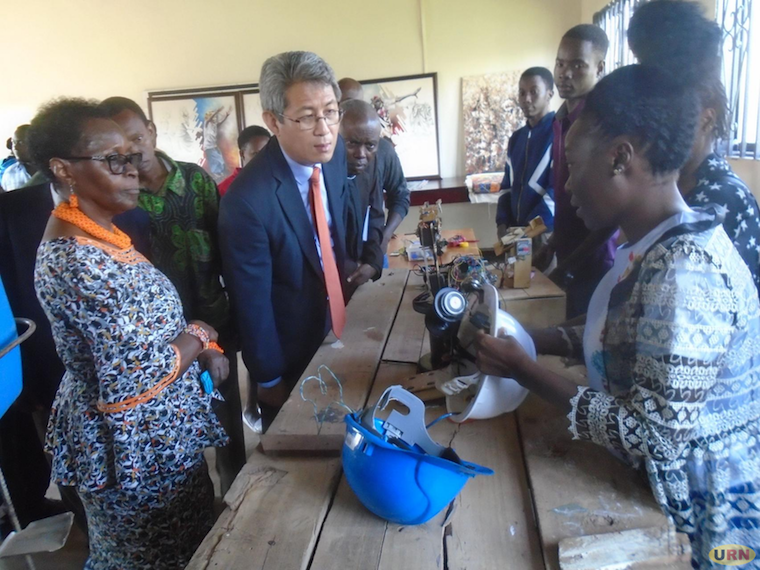 Ha Byung-Kyoo inspecting engineering students' projects at Kabale University